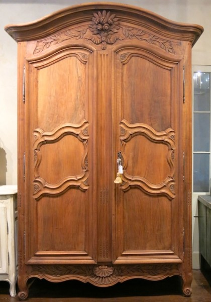 Armoire-B-featured