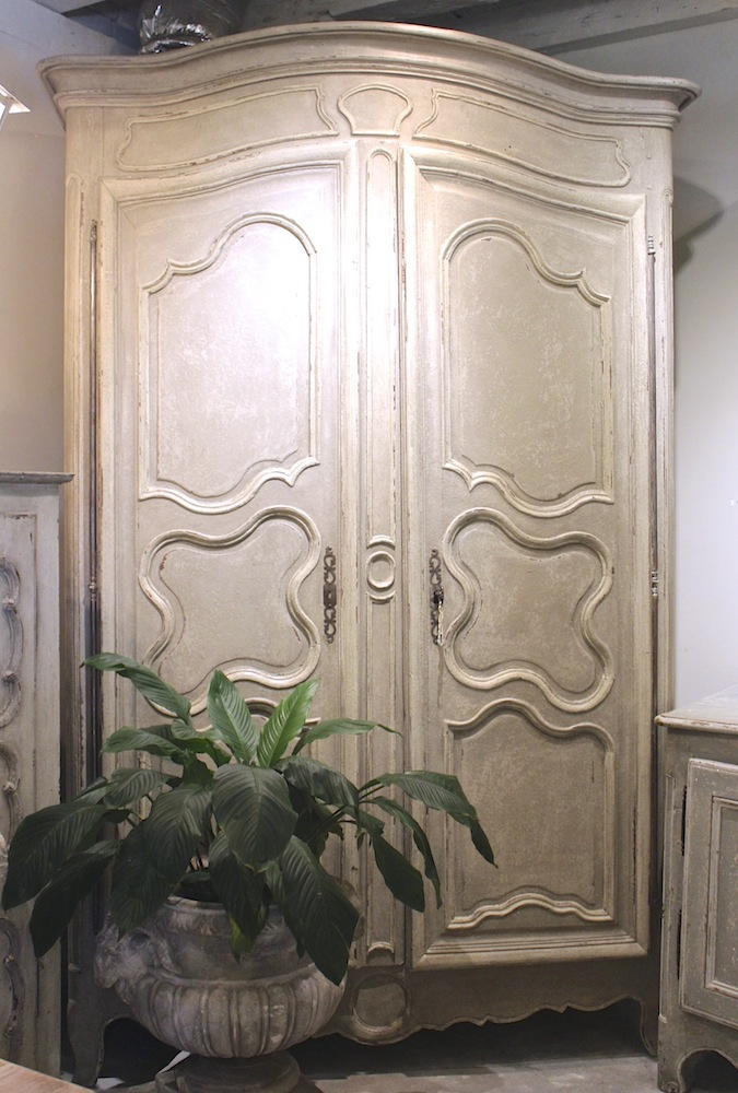 Extremely grand armoire sn144 antiques de provence for Armoire grande hauteur